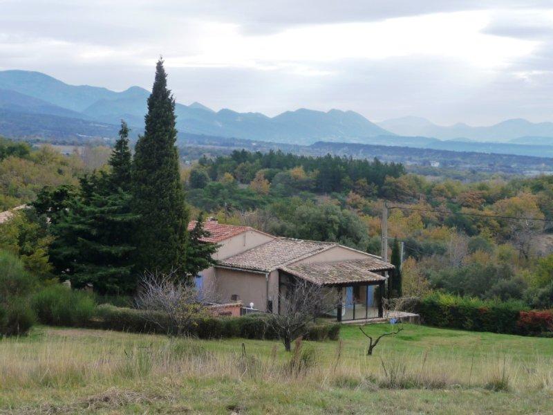 villa à Salles sous bois, casa vacanza a Reauville