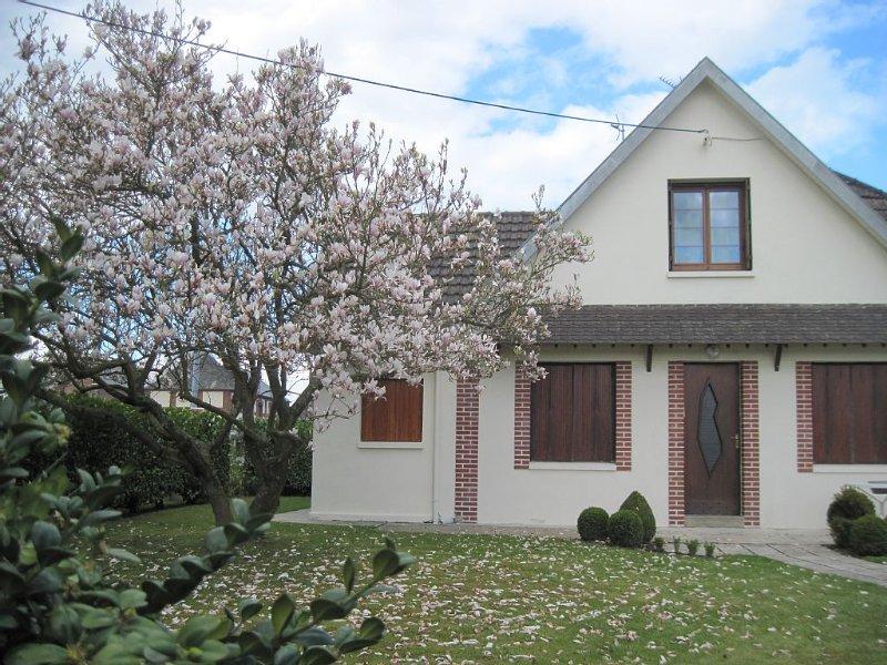 Le Clos d'Aval Paulownia 76510 Saint Nicolas d'Aliermont proximité de Dieppe, casa vacanza a Londinieres