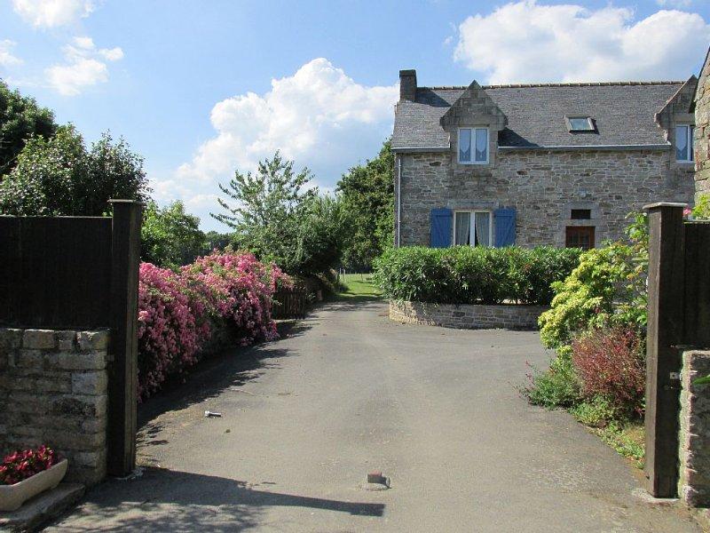 Gîte rural de caractère en pleine campagne près d'un centre équestre, holiday rental in Gouesnach