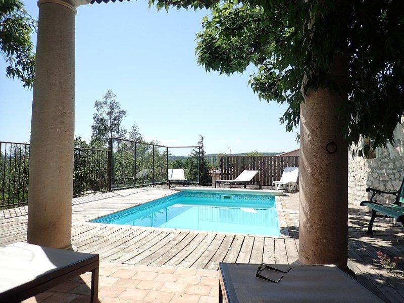 Appartement indépendant 3* avec picine privée au coeur de mille d'oliviers, location de vacances à Chauzon