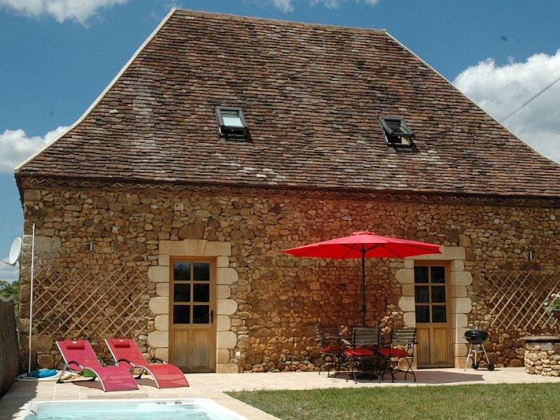 Belle grange XVIII restaurée, piscine privative, vacation rental in Saint-Geyrac