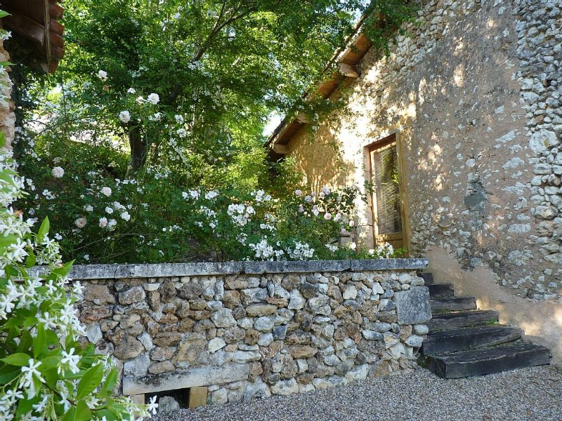 Large independent studio.  Superb peaceful settin, location de vacances à Annesse-et-Beaulieu