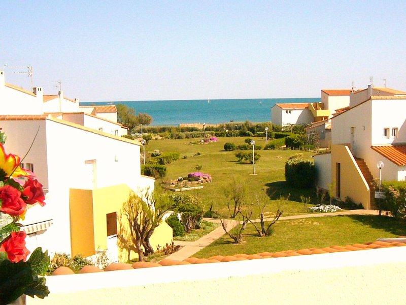 vue mer, accès direct à la plage (80m) par le jardin.  Tout confort., alquiler de vacaciones en Agde