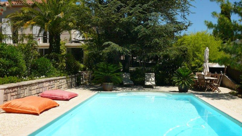 Haut d'une demeure provencale ,et son studio au bord de la piscine, vues mer, location de vacances à La Ciotat