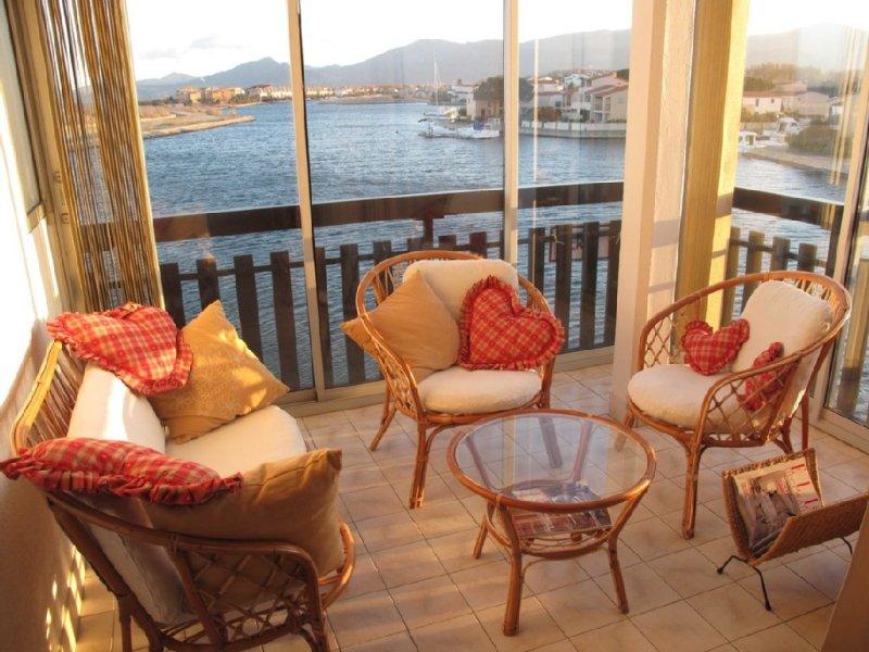 VUE EXCEPTIONNELLE POUR CE BIJOU TOUT CONFORT DANS RESIDENCE AVEC PISCINE, casa vacanza a Saint-Cyprien