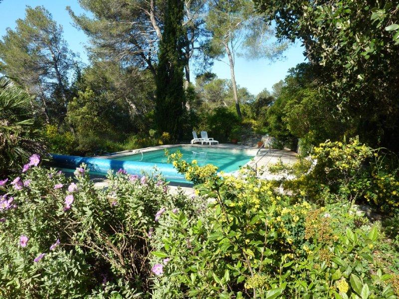 Maisonnette 3 pièces au milieu des bois  située à Assas avec piscine, aluguéis de temporada em Les Matelles