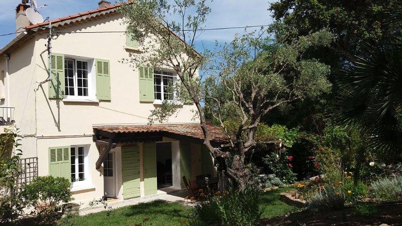 Maison de Charme confortable et spacieuse avec piscine chauffée en fin d'été, casa vacanza a La Seyne-sur-Mer