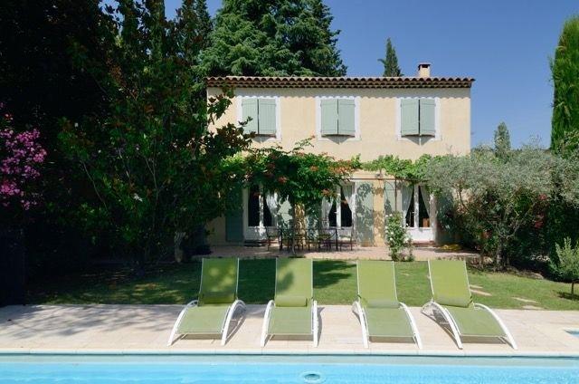 Maison provençale dans Aix-en-Provence, holiday rental in Saint-Marc-Jaumegarde