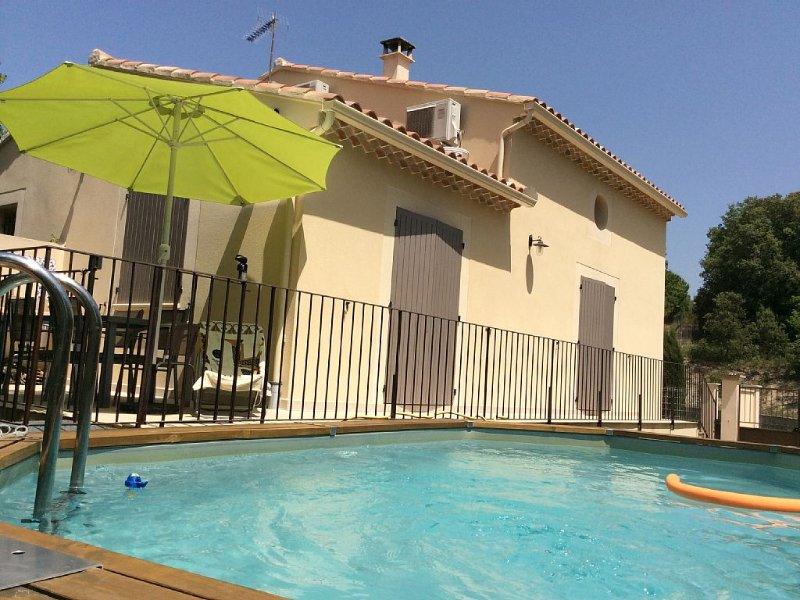 Villa agreable au pied du ventoux avec piscine,à proximité d'un lac, holiday rental in Villes-sur-Auzon