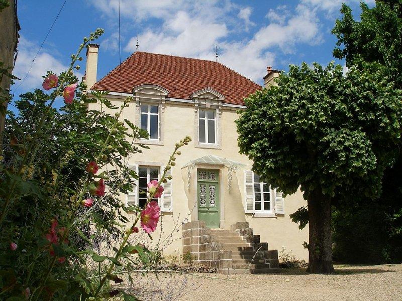 Ancien domaine viticole avec 2500m2 de court et jardin isolé, a côté de Beaune, alquiler de vacaciones en Beaune