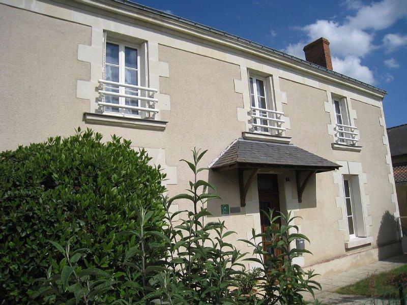 Ancienne  Maison de Famille au coeur du vignoble du Layon,a proximité de SAUMUR, vacation rental in La Chapelle-Gaudin