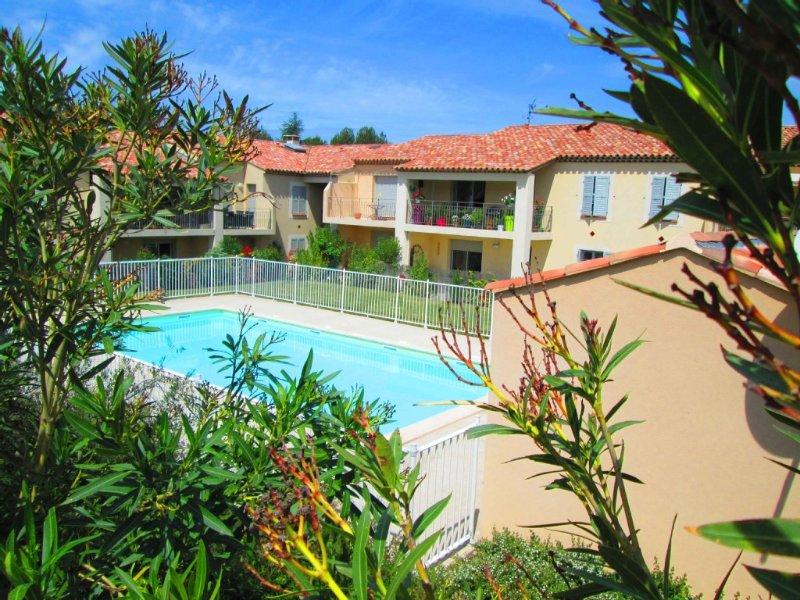 Appartement 2 pièces refait à neuf dans résidence de standing + piscine, Ferienwohnung in St-Rémy-de-Provence