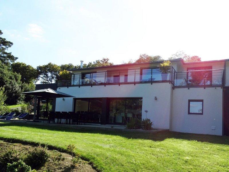 Villa neuve de standing, vue mer & proximité thalasso, holiday rental in Treboul