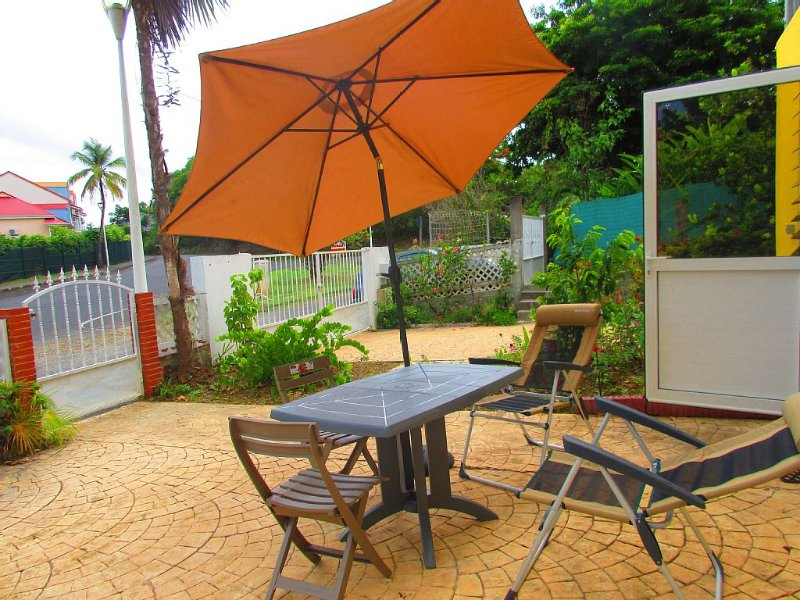 Studio for rent weekly in residential area - near, holiday rental in Le Gosier