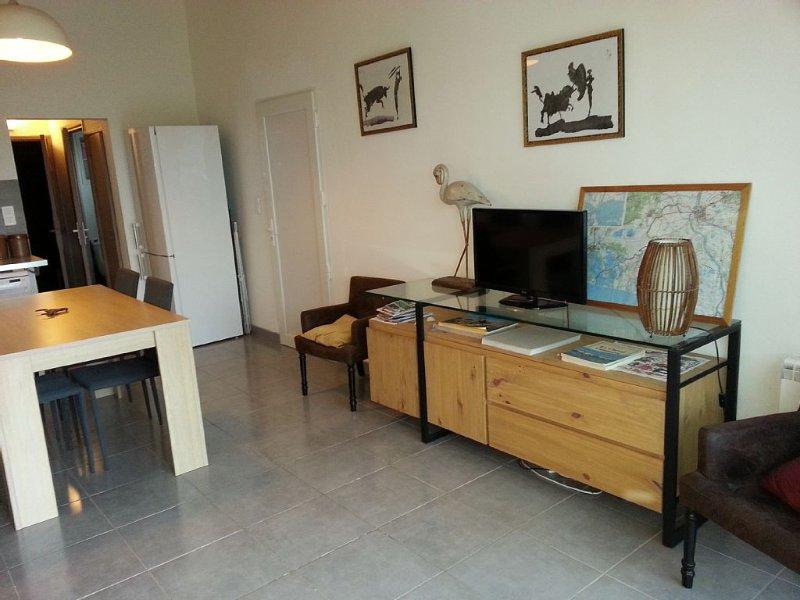 the heart of the Nature Park of the Camargue, charming apartment with large gar, aluguéis de temporada em Sylvereal