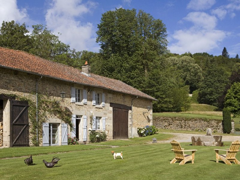 Ravissante  Ferme  maison indépendante dans Parc de 10 Ha, location de vacances à Saint-Leonard-de-Noblat