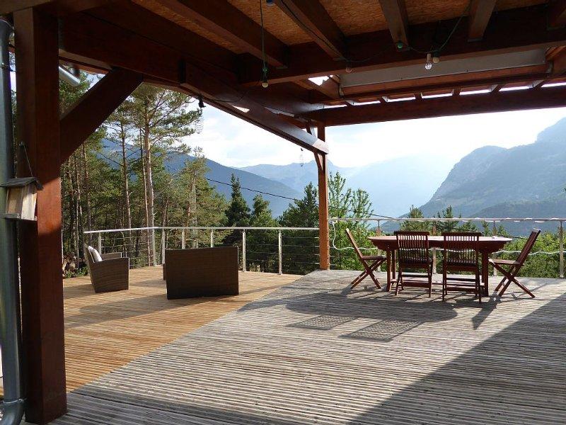 CHALET MONTAGNE EN UBAYE PROCHE BARCELONNETTE ET  PRALOUP, holiday rental in Seyne