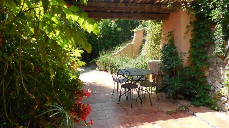 Superbe appartement  rénové dans bas de villa avec jardin privatif, casa vacanza a Bouches-du-Rhone