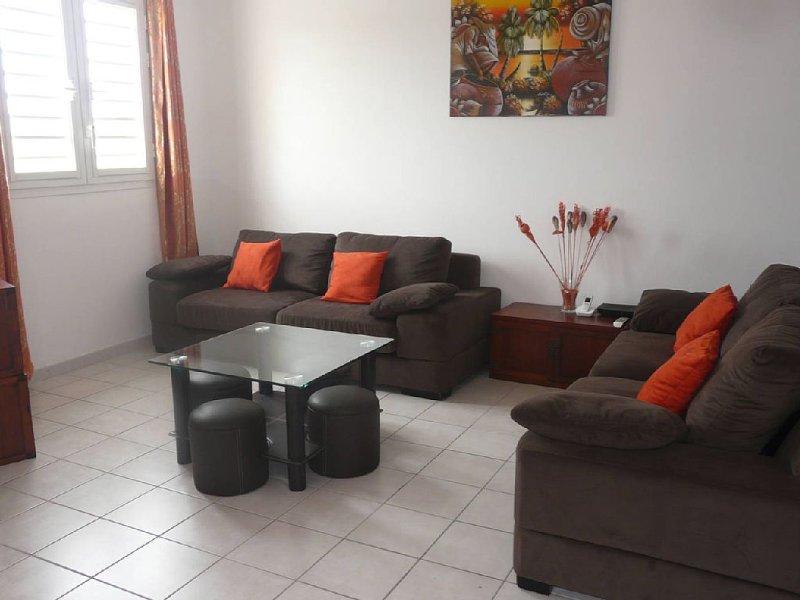 F3 tout confort dans villa, 4 à 6 personnes, à proximité des plus belles plages, holiday rental in Sainte-Anne