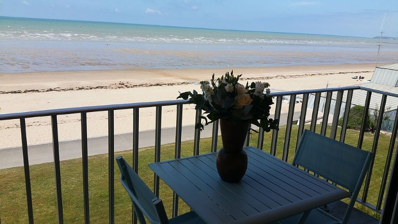 JULLOUVILLE GRANVILLE face à la mer, avec garage., holiday rental in Carolles