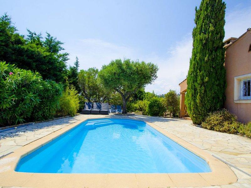 Luxueuse Villa vue sur green - Golfe de Saint Tropez, holiday rental in Sainte-Maxime