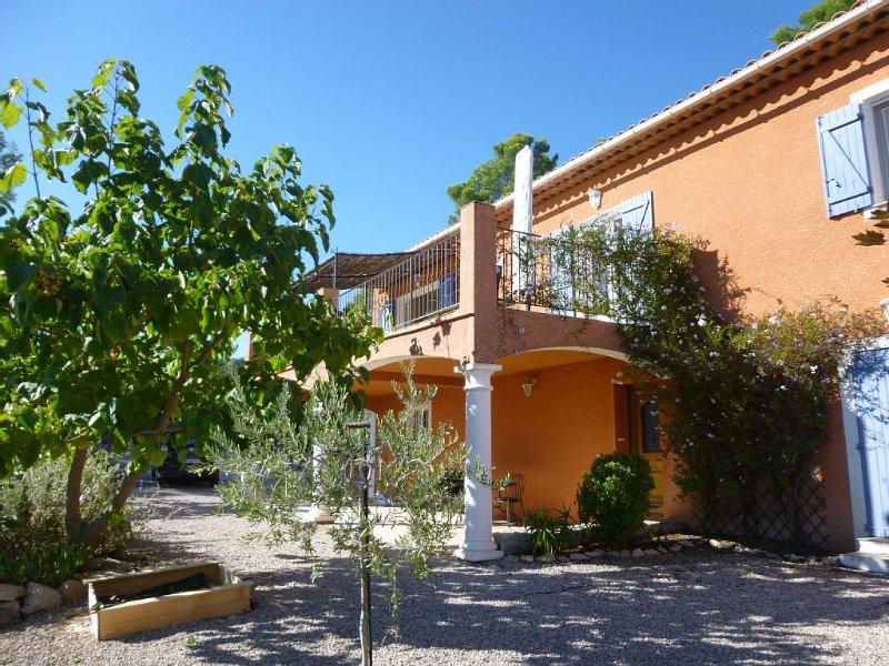 Villa avec piscine dans un village authentique du Centre Var (Lorgues), location de vacances à Lorgues