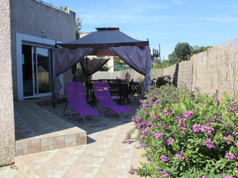 F3 de STANDING dans BAS DE VILLA,  à 5 mn des PLAGES, holiday rental in Eccica-Suarella