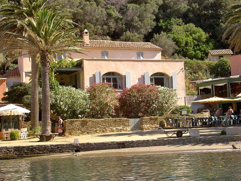 Villa art-déco située au coeur du charmant petit port de l'ile de Port-Cros, holiday rental in Ile du Levant