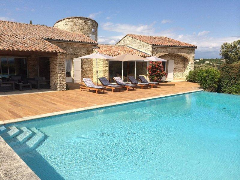 Superbe villa avec piscine chauffée - Provence villa à Bonnieux, holiday rental in Bonnieux en Provence