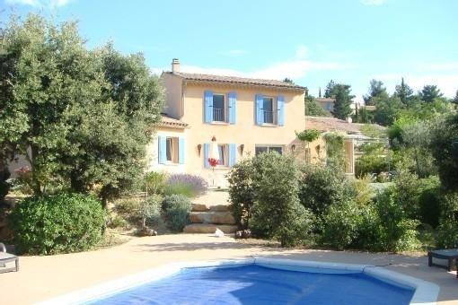 Villa de charme face au ventoux, à 1km du village avec piscine chauffée, holiday rental in Eygaliers