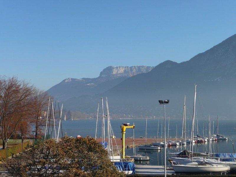 RARE VUE SUR LAC appart ***Annecy   A 2 pas lac,plage,vieille ville+garage+wifi, location de vacances à Annecy