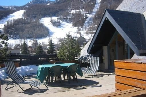 PIED PISTES   SERRE CHE 1400 8 Pers  LUXE terrasse  garage, holiday rental in La Salle les Alpes