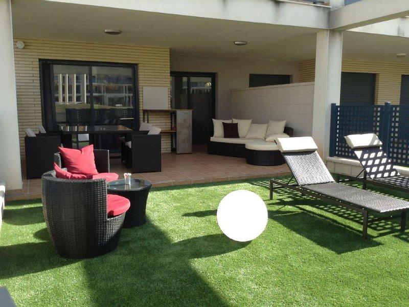 Appartement moderne de plein pied avec jardin au sein d'un Resort privilégié, holiday rental in Cervera del Maestre