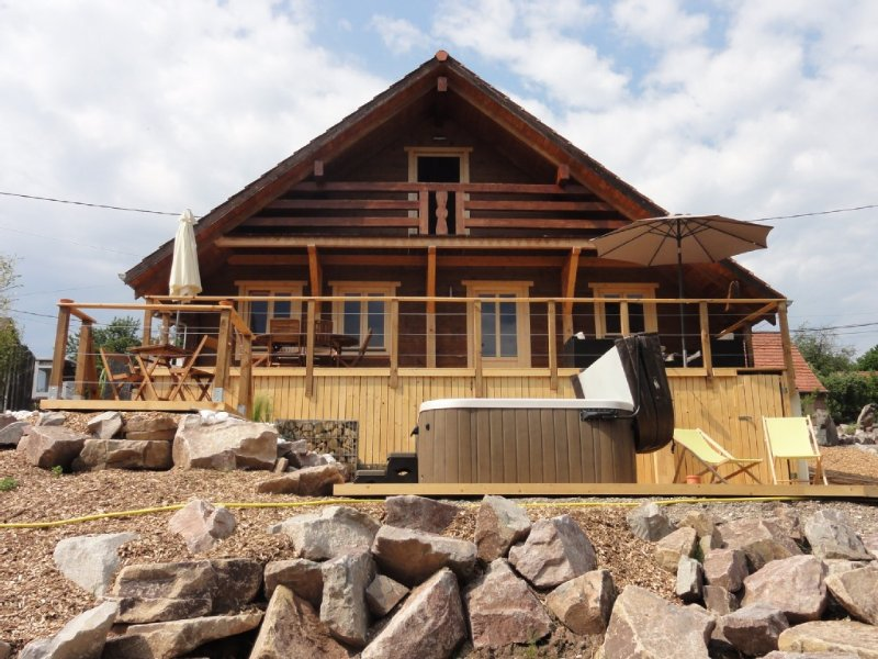 Superbe chalet 8 personnes avec SPA, holiday rental in Bining