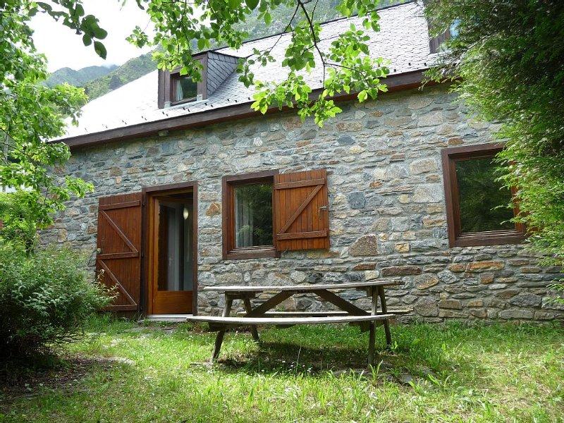 Maison confortable en pierre, proximité Piau Engaly et réserve du Néouvielle., vacation rental in Aragnouet