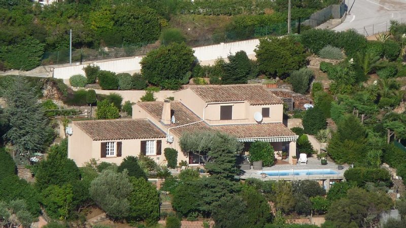 Appartement dans villa à Cavalaire sur mer, holiday rental in Cavalaire-Sur-Mer