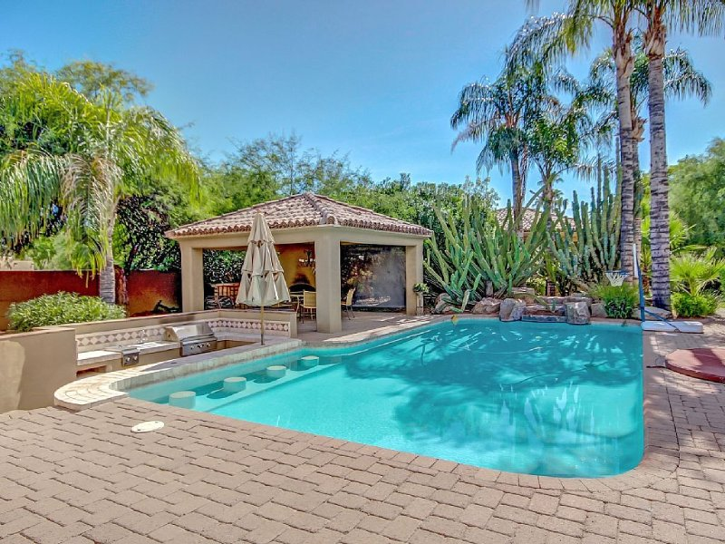 Family Friendly Spanish Revival Retreat w/ Guest House in Paradise Valley!, vacation rental in Paradise Valley