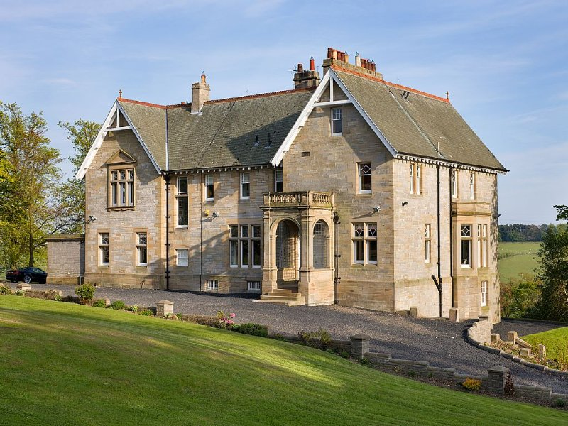 Luxurious country house in Fife countryside just 30 minutes from Edinburgh, vacation rental in Culross