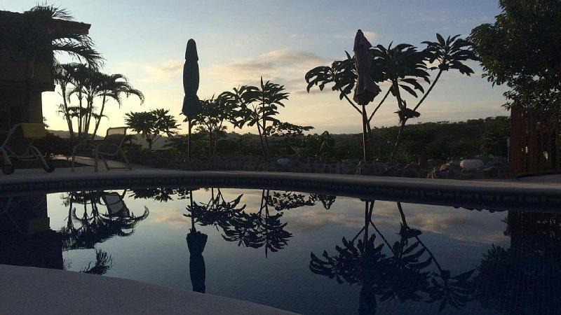 Beautiful Two Bedroom 360-Degree Jungle/Ocean View Condo, location de vacances à Los Suenos