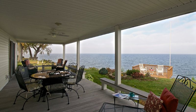 Spectacular Views!  5 Star!  Near Niagara Falls NY!, holiday rental in Burt