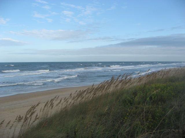 Dune Nest -- Oceanfront Gem Nestled In The Dunes With Endless Ocean Sunrises, alquiler de vacaciones en Duck