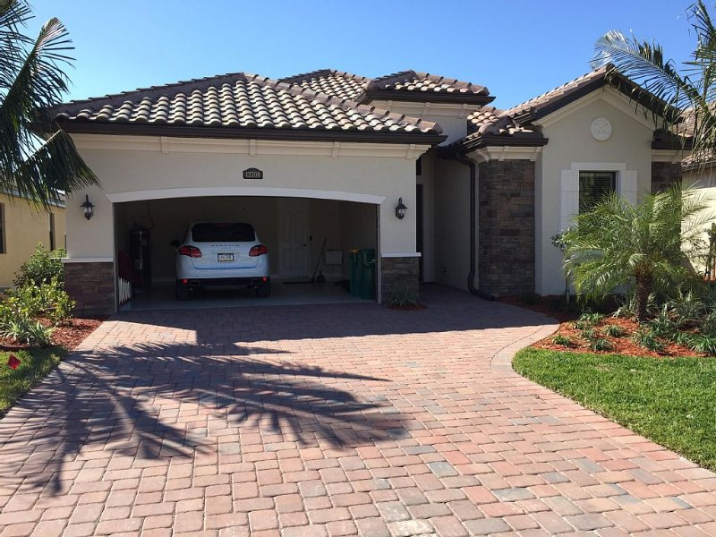 Brand New Golf Home with Lake and Golf view ( Golf membership available ), holiday rental in Immokalee