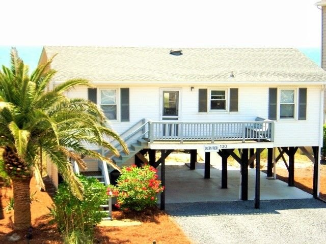 Oceanfront Beach House in the Heart of Ocean Isle Beach, vacation rental in Ocean Isle Beach