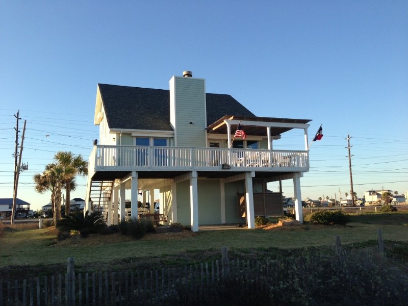 Relaxing Beachfront Escape In Sea Isle! 3 BR/2 BA with Great Views, vacation rental in Galveston Island