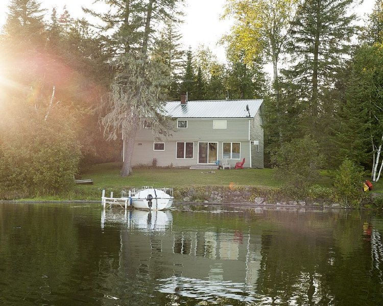 Lakefront-4 Season- Northern Maine Cottage, alquiler vacacional en Saint Leonard