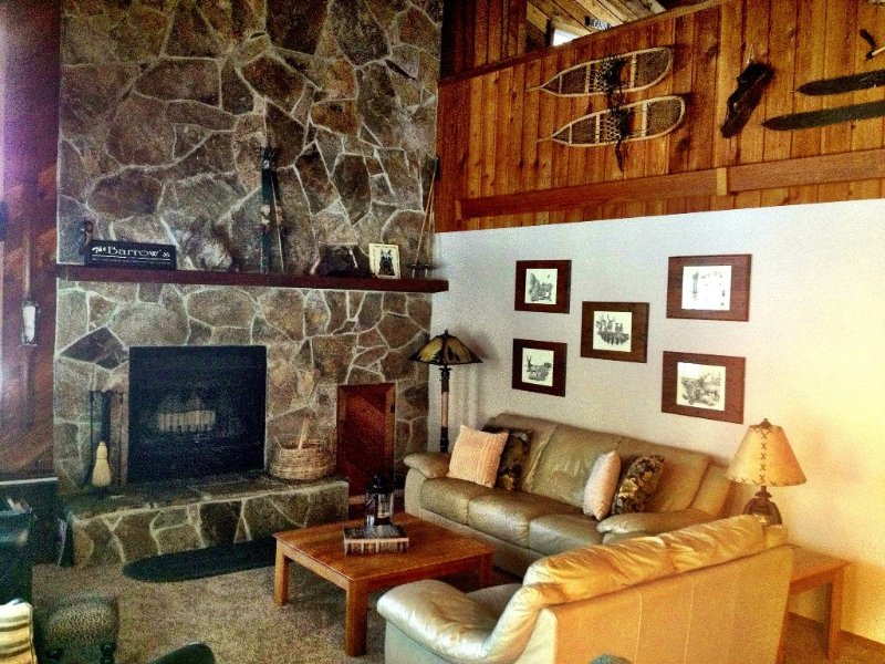 Sleeps 10, 10 Sharc passes, Hot Tub, Comfy, Clean, vacation rental in Sunriver