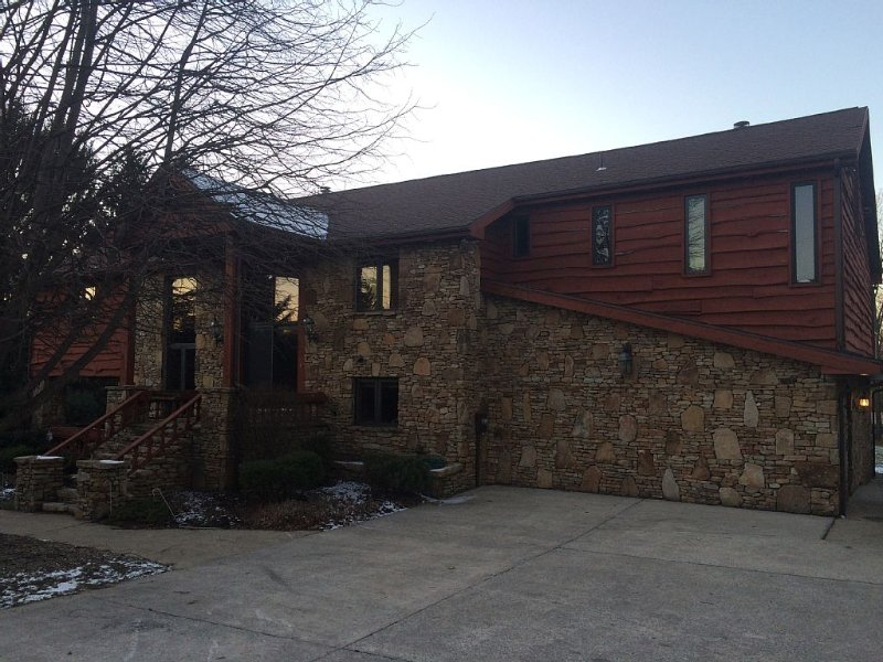 Beautiful 6 Bed/4.5 Bath - Close To 7 Springs & Laurel Highlands Attractions, vacation rental in Champion