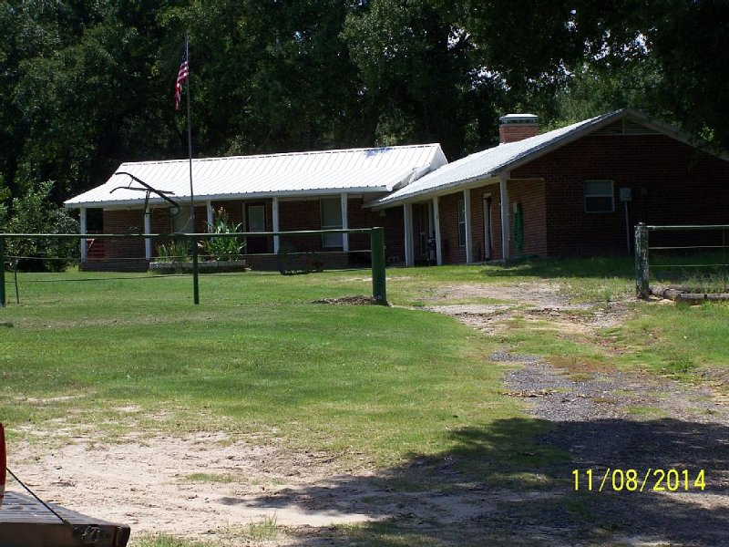 Secluded Peaceful Ranch Style Home Not Far From The City, Pet Friendly, holiday rental in Tyler