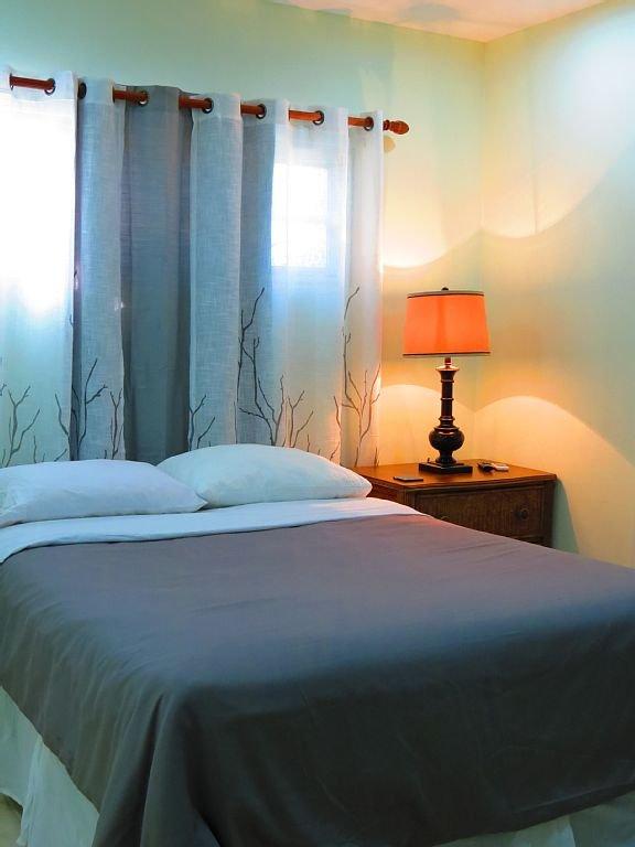 SDV-2: Bedroom w/Queen Bed