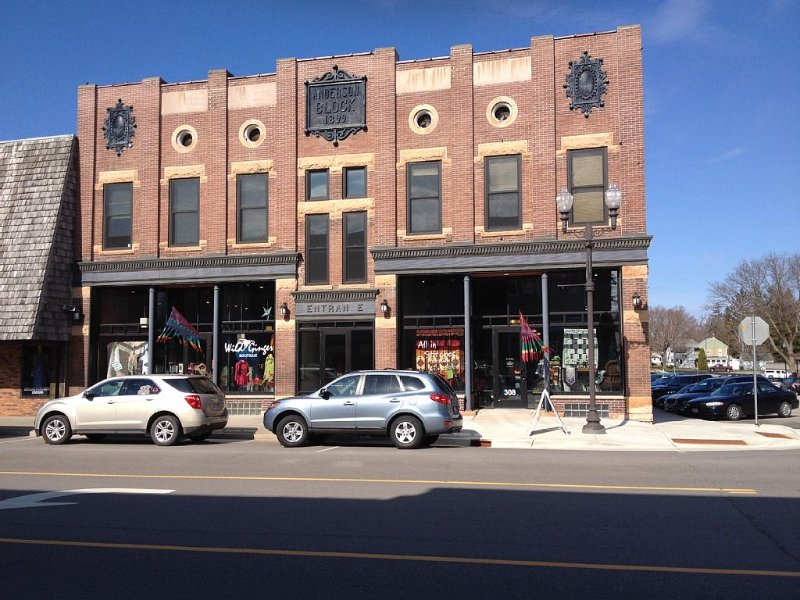 Apt #3 - Beautiful One Bedroom Suite In Downtown Zumbrota Mn., casa vacanza a Cannon Falls